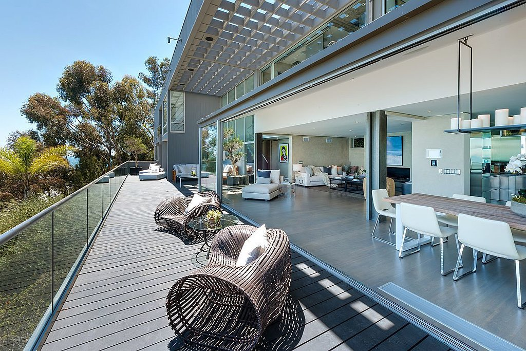 main-deck-offers-best-indoor-outdoor-living