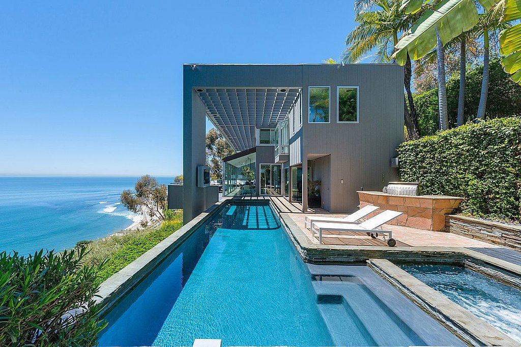 view-dramatic-swimming-pool-overlooking-Pacific-Ocean