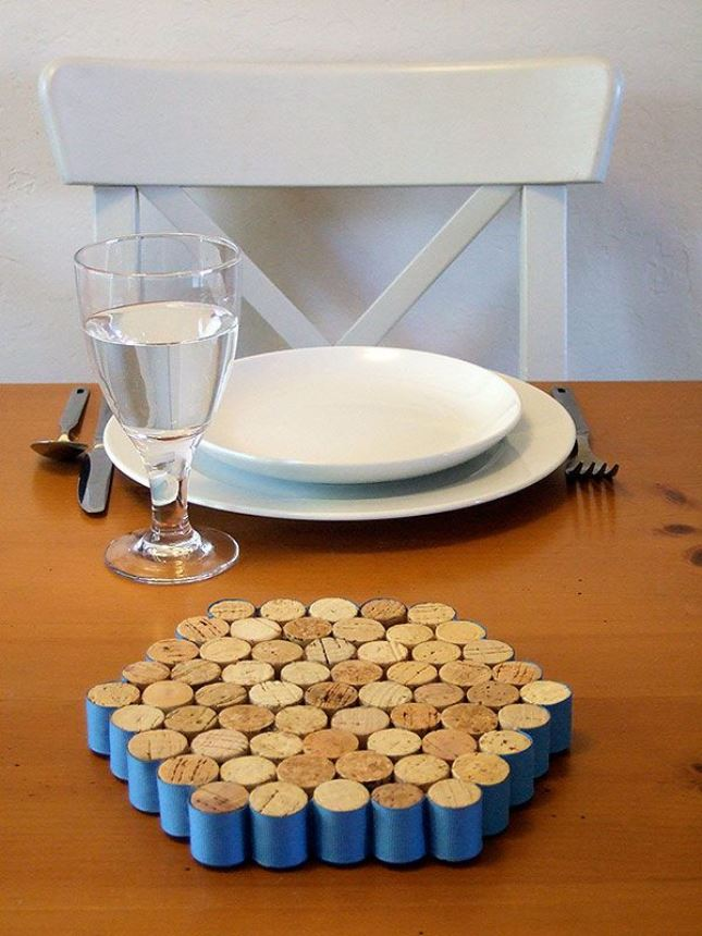 27-Insanely-Beautiful-Homemade-Wine-Bottle-Cork-Projects-Exuding-Coziness-and-Warmth-homesthetics-decor-19