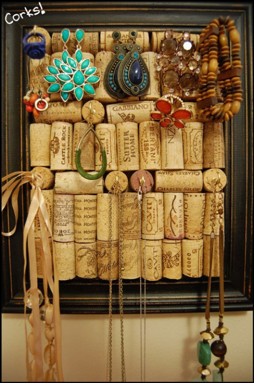 27-Insanely-Beautiful-Homemade-Wine-Bottle-Cork-Projects-Exuding-Coziness-and-Warmth-homesthetics-decor-21