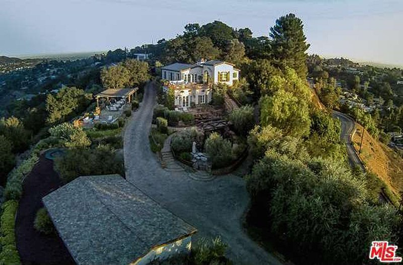 welcome-to-tom-cruises-beverly-hills-mansion-that-hes-currently-selling-for-13-million-the-home-is-right-off-of-the-famous-mulholland-drive