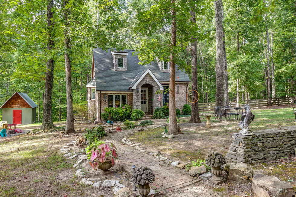 gallery-1430149289-tennessee-rental-cottage-1-de