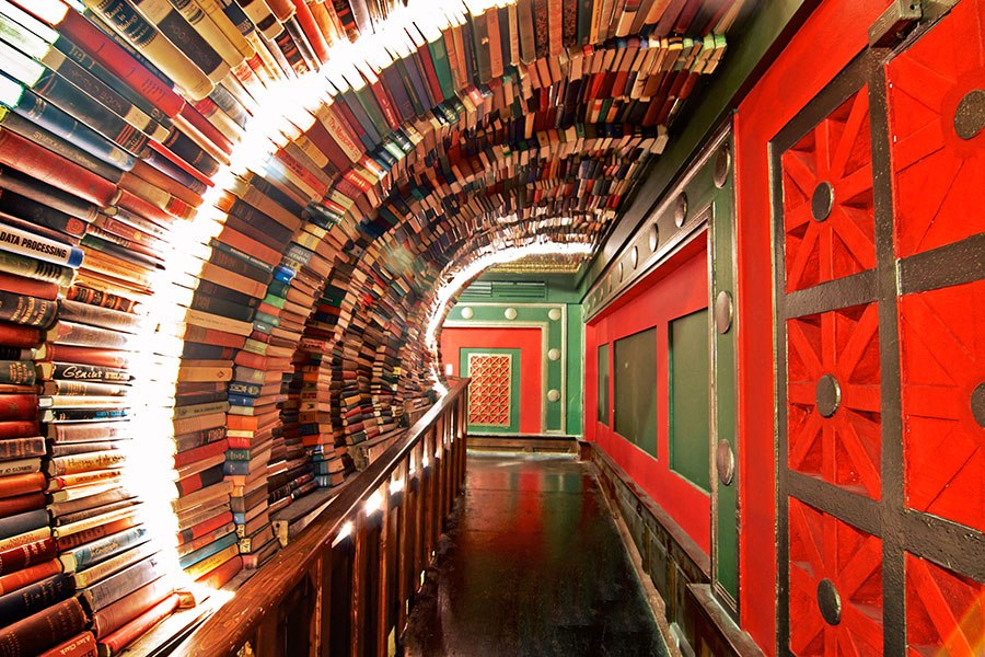 item10.rendition.slideshowHorizontal.most-beautiful-bookstores-around-the-world-11