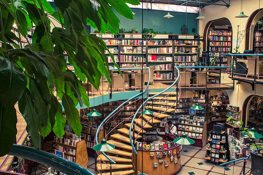 item11.rendition.slideshowHorizontal.most-beautiful-bookstores-around-the-world-12