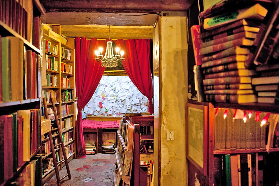 item5.rendition.slideshowHorizontal.most-beautiful-bookstores-around-the-world-06