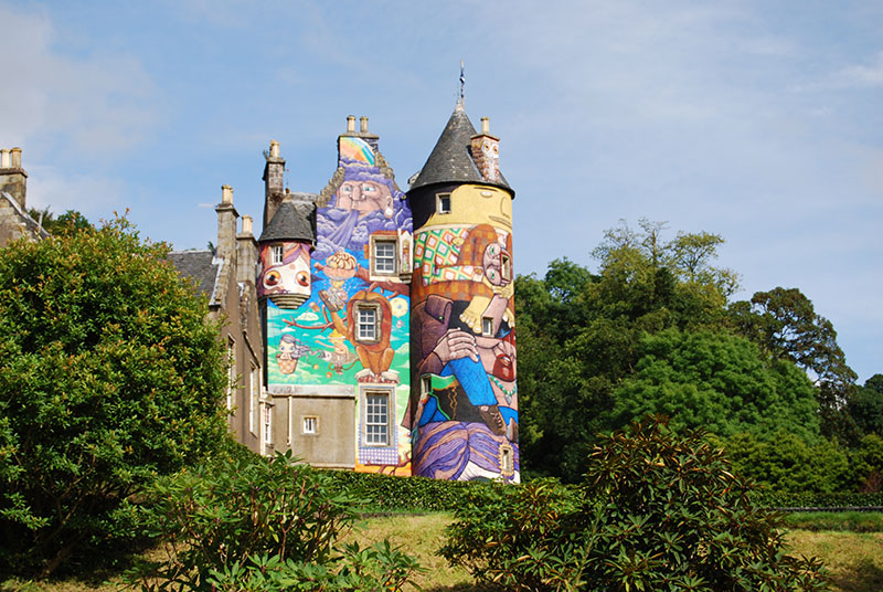 kelburn-castle-graffiti-distance