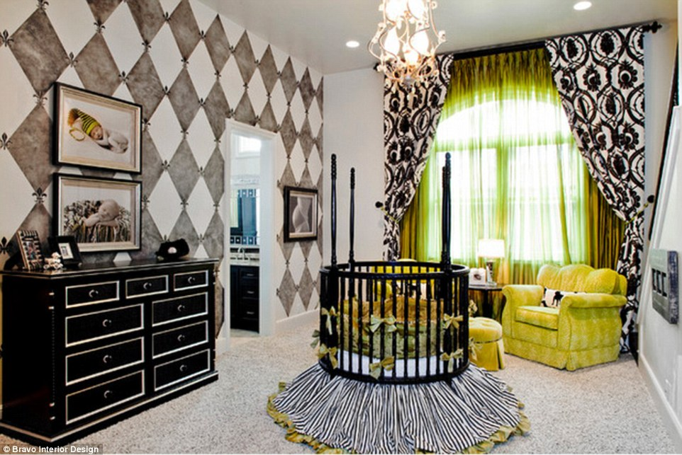 2844498C00000578-3066044-Mustard_yellow_and_black_create_a_striking_room_with_feminine_bo-a-12_1430731965066