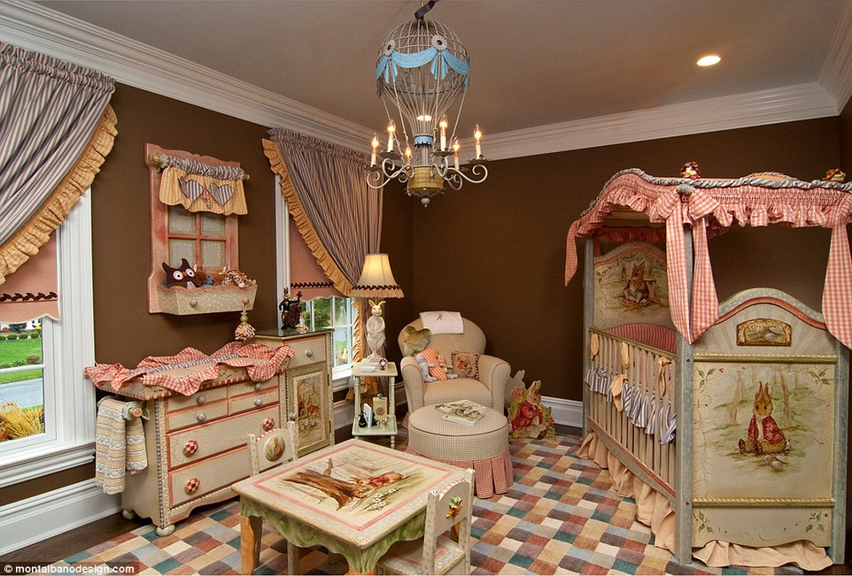 284452BA00000578-3066044-One_fro_a_royal_bookworm_This_nursery_with_a_Peter_Rabbit_theme_-a-2_1430731964684