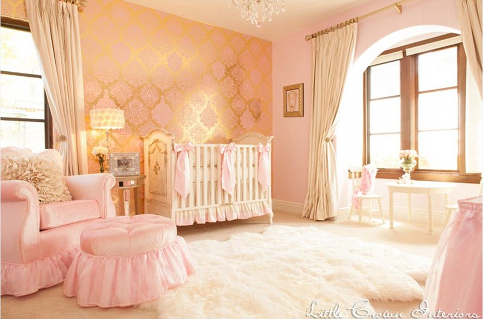 2844667D00000578-3066044-This_gold_cream_and_pink_room_by_Little_Crown_Interiors_has_a_re-a-1_1430731964636