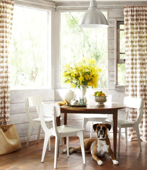 54eb5db542570_-_dining-area-with-dog-thrifty-california-cabin-0512-xln