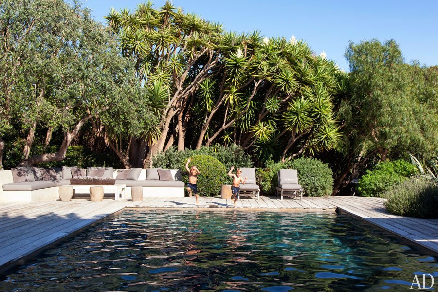 item13.rendition.slideshowHorizontal.patrick-dempsey-malibu-home-09-pool-area
