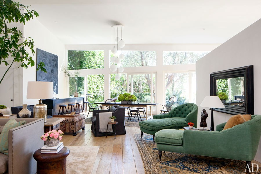 item3.rendition.slideshowHorizontal.patrick-dempsey-malibu-home-05-living-room