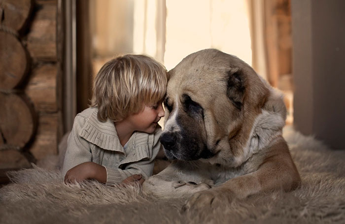 kids-with-dogs-77__700