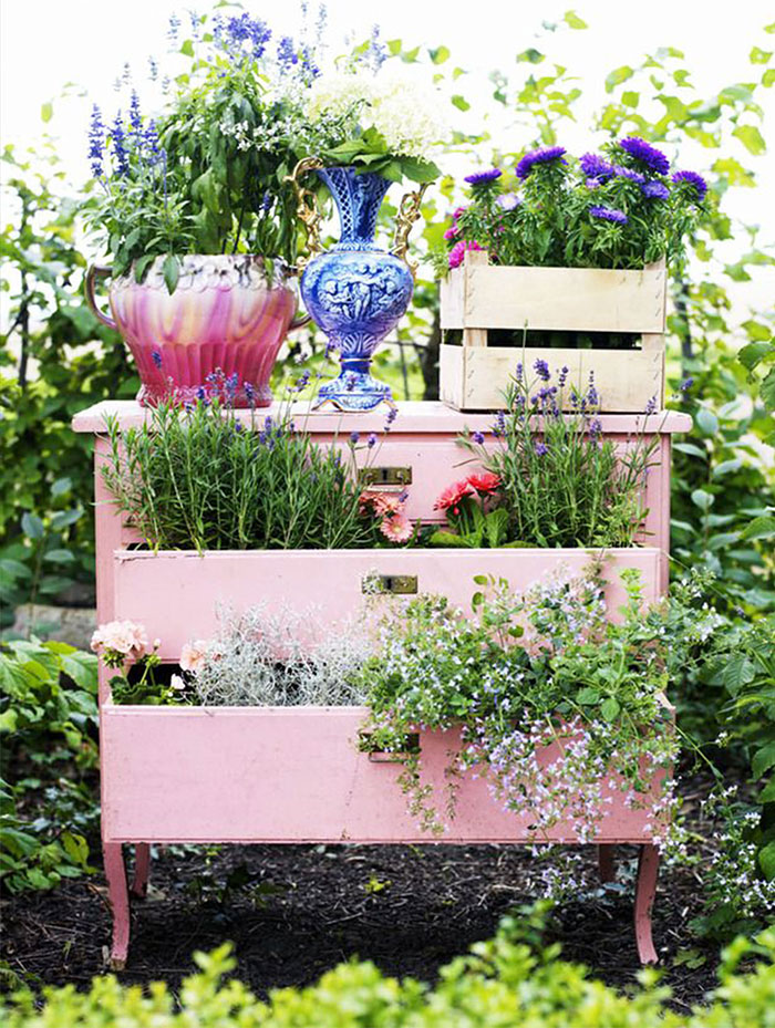 recycled-furniture-fairytale-garden-3__700