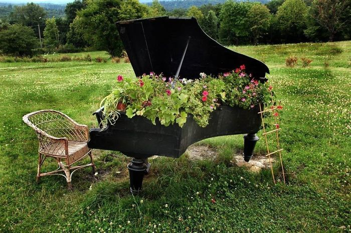 recycled-furniture-garden-10__700