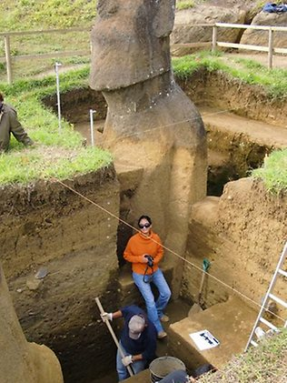 667284-easter-island-statue-project