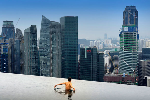 Infinity-pool-in-Marina-Bay-2