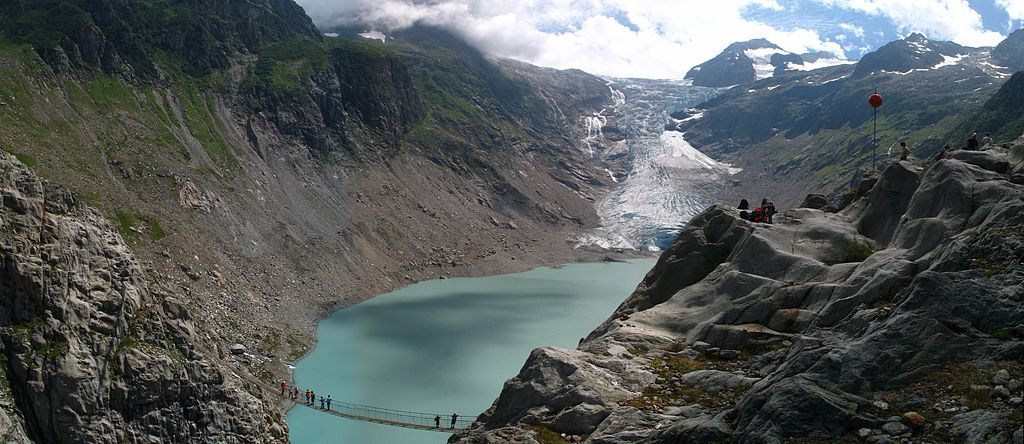 Trift_Glacier_bridge