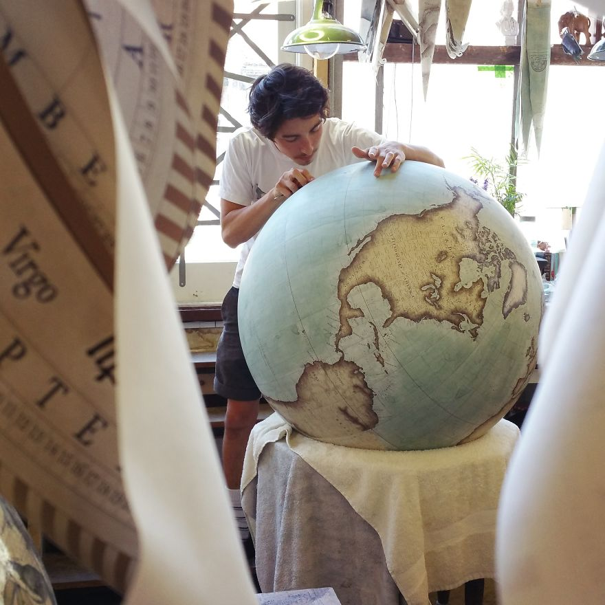 One-of-the-Worlds-Only-Globe-Making-Studios-Celebrates-the-Ancient-Art-of-Handcrafted-Globes3__880