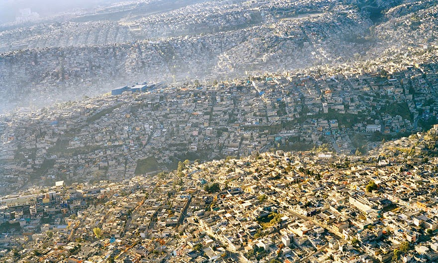 You-Will-Want-To-Recycle-Everything-After-Seeing-These-Photos-Mexico-City-Landscape-20-Million-Inhabitants
