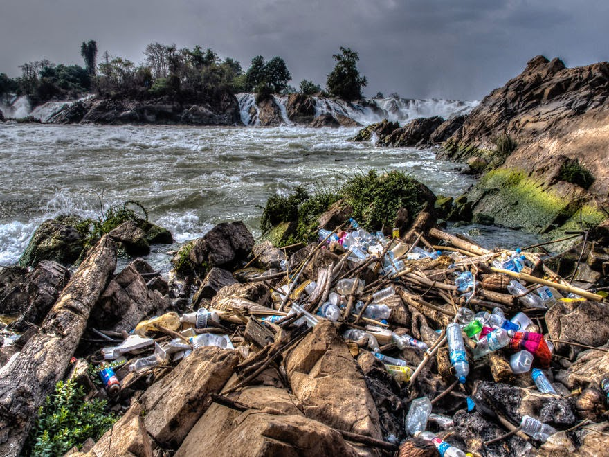 You-Will-Want-To-Recycle-Everything-After-Seeing-These-Photos-Trash-Washed-Out-To-Sea…-Mekong-Laos