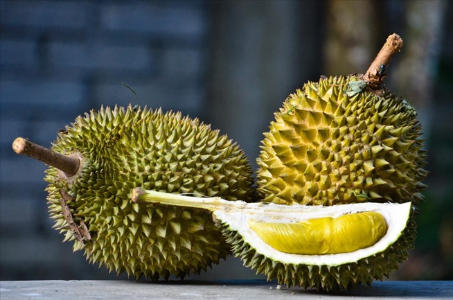 weird-ingredient-wednesday-durian-stinks-like-hell-but-tastes-heavenly.w654