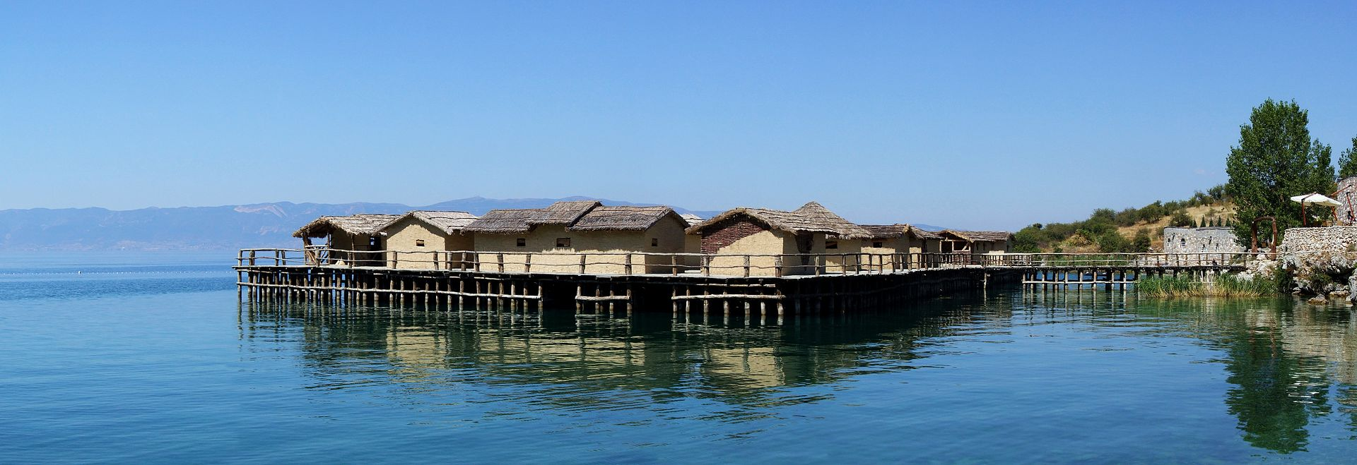Museum_on_Water,_Ohrid