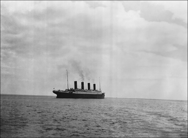 The last photo of the Titanic before it sank, 1912.