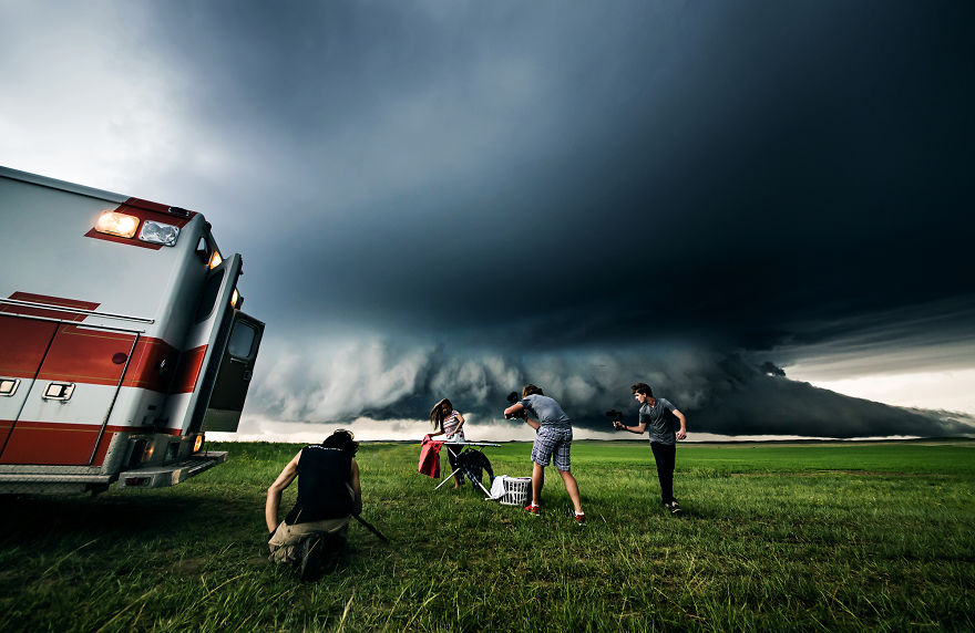 i-put-ordinary-people-in-front-of-epic-supercells-2__880