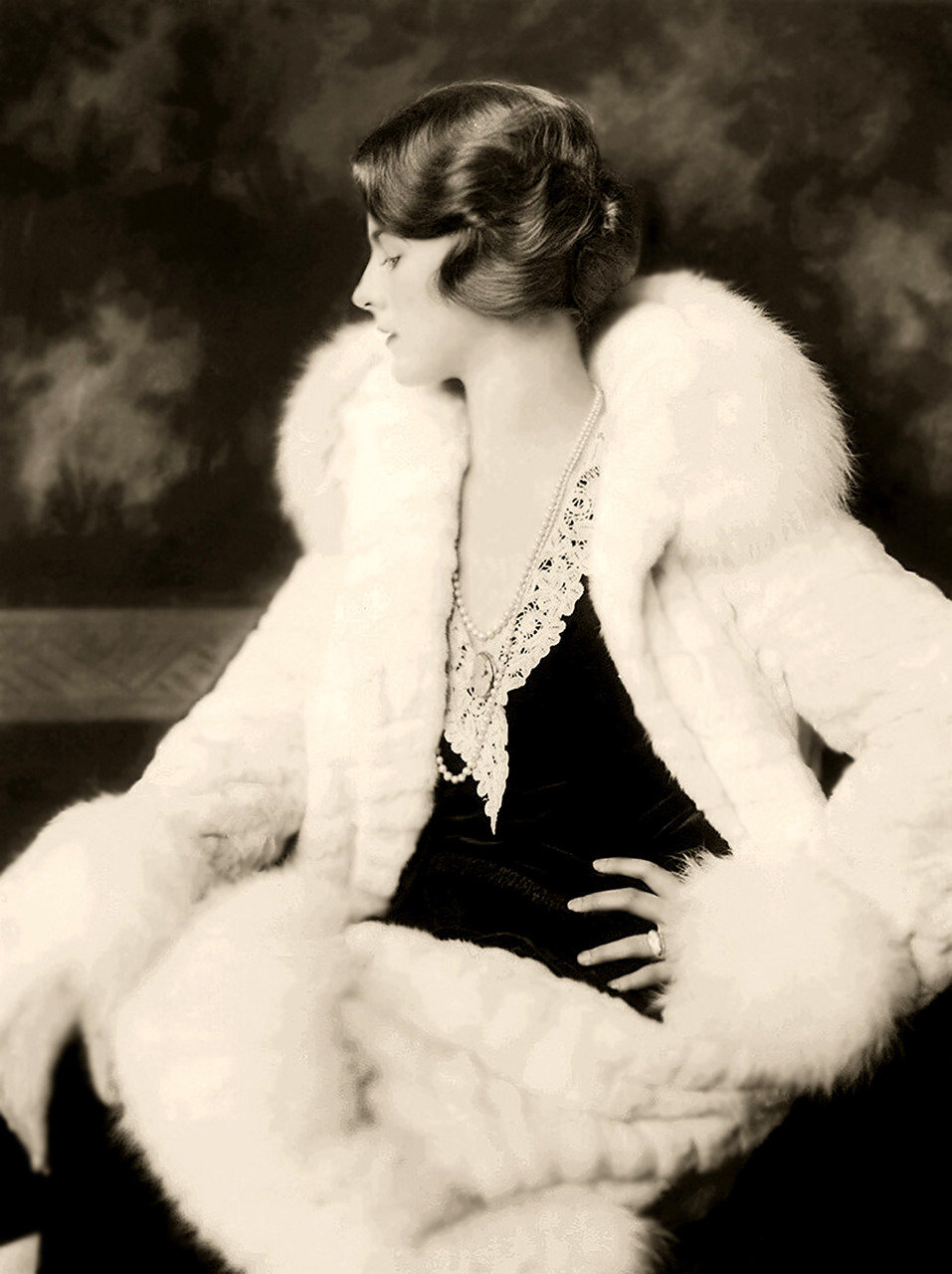 Dorothy Knapp - 1920s - Ziegfeld by Alfred Cheney Johnston. Restored by Nick and jane for Dr. Macro's High Quality Movie Scans website: http://www.doctormacro.com/index.html. Enjoy!