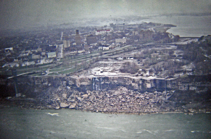 Niagara-Falls-Dried-Up-1-RussGlasson-675x444