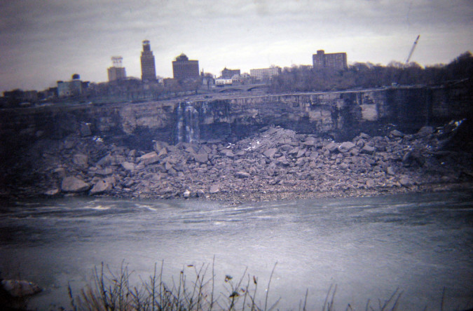 Niagara-Falls-Dried-Up-3-RussGlasson-675x444