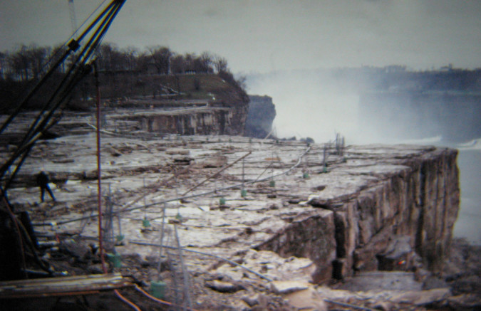 Niagara-Falls-Dried-Up-6-RussGlasson-675x437