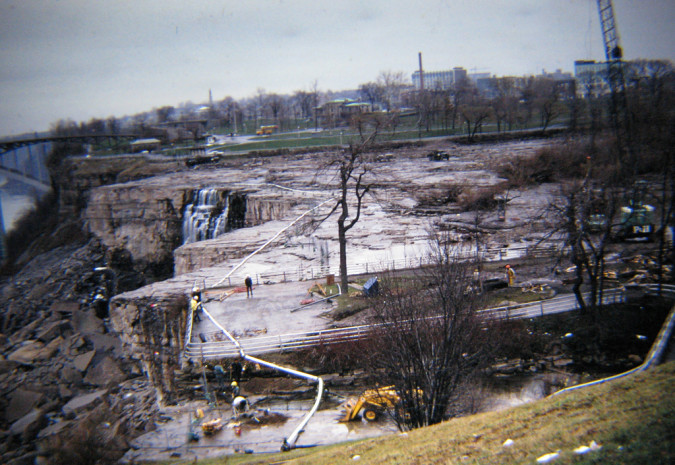 Niagara-Falls-Dried-Up-7-RussGlasson-675x465
