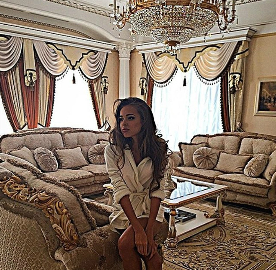 317397E400000578-0-This_photograph_shows_a_woman_inside_a_lavishly_decorated_room-a-152_1456161830033