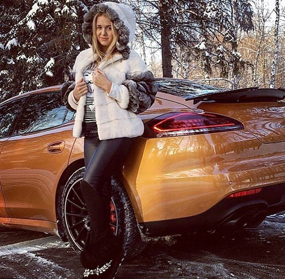 317398B500000578-0-A_woman_poses_next_to_gold_coloured_Porsche_in_one_of_the_photog-a-154_1456161830229