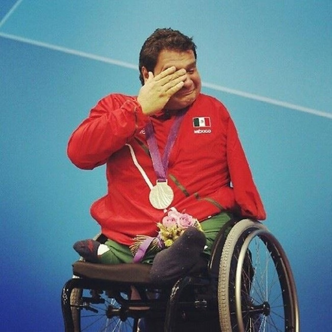 Arnulfo Castorena wins his first gold medal at the paralympics