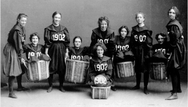 The first women's basketball team from Smith College. [1902