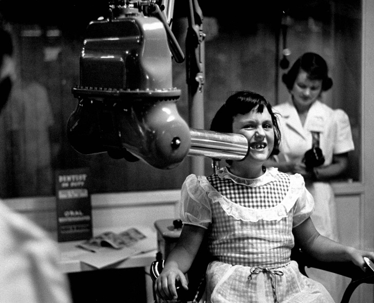 X-ray machine, at the California dental ass'n. exhibit, California state fair. (Photo by Jon Brenneis/The LIFE Images Collection/Getty Images)