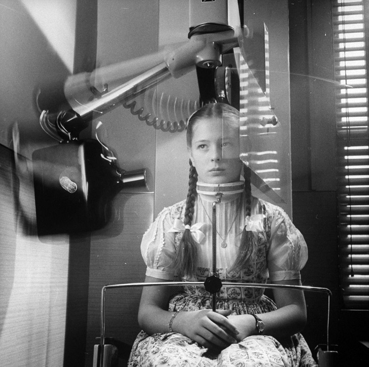 UNITED STATES - NOVEMBER 01: X-ray machine which circles head to take panoramic picture of teeth, eliminating usual mouthful of film. (Photo by John Loengard/The LIFE Picture Collection/Getty Images)