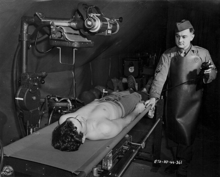 An x-ray technician with the US Medical Corps tending to a wounded soldier during World War Two, circa 1941-1945. (Photo by US Army Signal Corps/Getty Images)