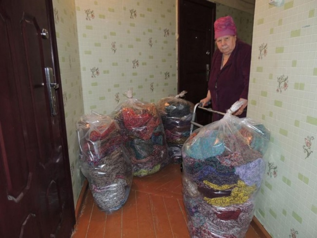 his elderly lady knitted 300 pairs of warm socks for the victims of a flood