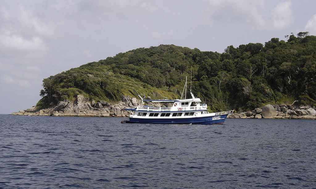 1024px-Dive_Boat_in_the_Similans