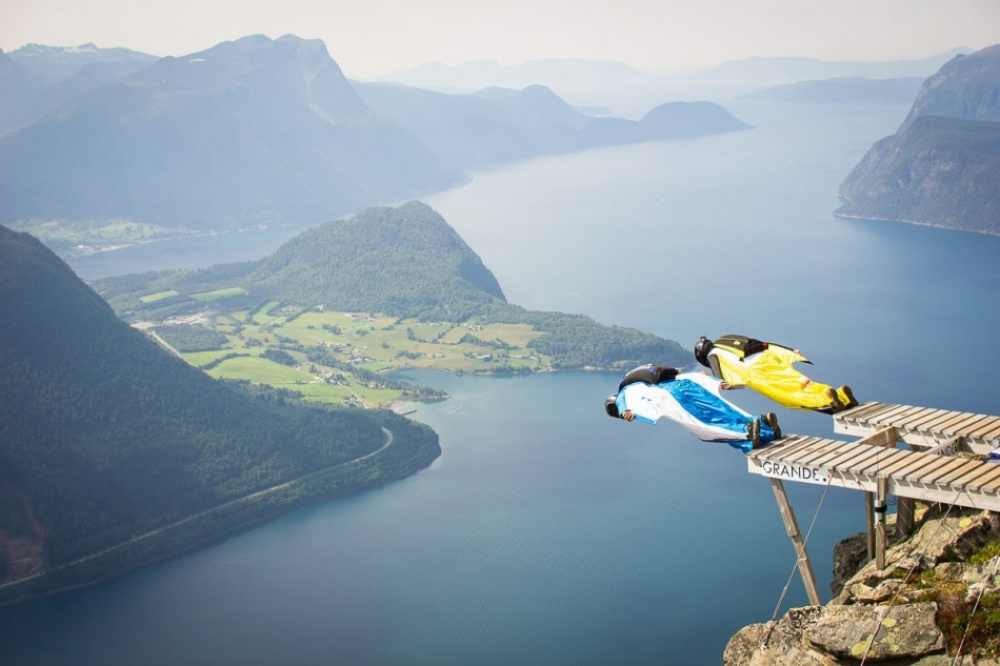 Annual base jumping contest in Norway