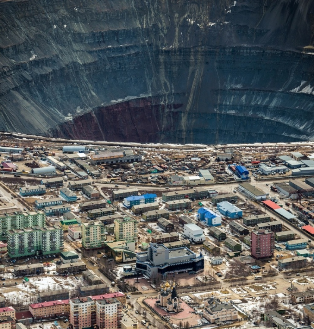 That's how they mine diamonds. Mirny, Yakutia, Russia