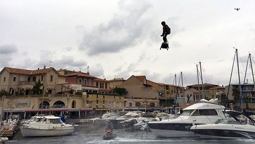 franky-zapata-flyboard-air-guiness-1-5752ab3d73c76__880