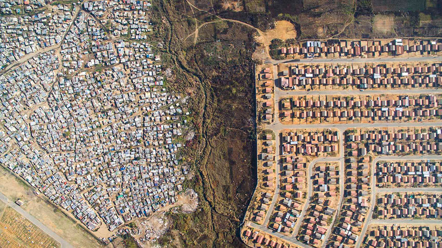 unequal-scenes-drone-photography-inequality-south-africa-johnny-miller-1