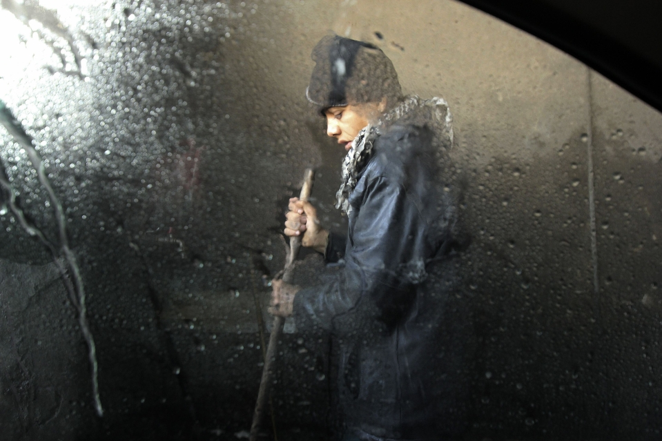A boy works at a car wash in Aleppo February 27, 2013. REUTERS/Giath Taha (SYRIA - Tags: POLITICS CIVIL UNREST SOCIETY CONFLICT TPX IMAGES OF THE DAY)