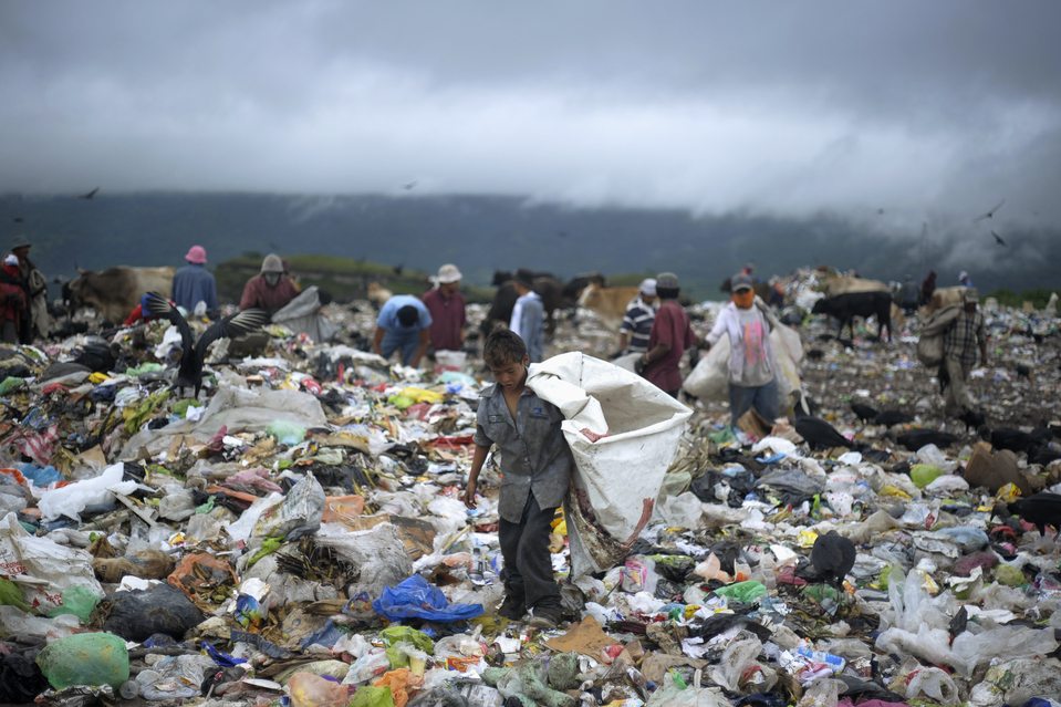 A young boy collects waste at a landfill on the outskirts of Tegucigalpa September 27, 2012. According to the International Labour Organization there are around 215 million children working. Many of them work full-time and do not receive proper nutrition and care. REUTERS/Jorge Cabrera (HONDURAS - Tags: BUSINESS EMPLOYMENT SOCIETY TPX IMAGES OF THE DAY) - RTR38IQK