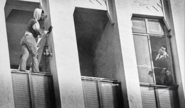 Muhammad Ali talks down a man trying to commit suicide.